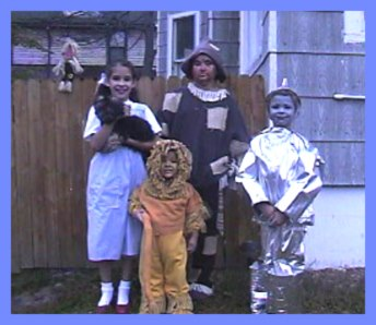 Family in the Wizard of Oz character costumes