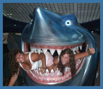 Girls got out from the jaws of a shark